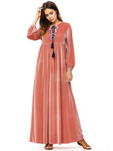 1c5730152 Mulheres de mangas compridas de veludo bordado Dubai muçulmano Vestido  Pêssego maxi abaya jalabiya islâmico roupas femininas tún.