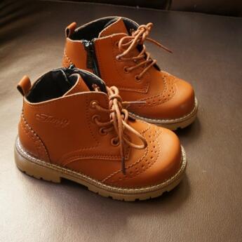 Los Niños Del Estilo británico Botas Brogue Estudiante de La Manera de La Vendimia Martin botas Niños Niñas Transpirable Tobillo Botas Zapatos de Los Niños 02