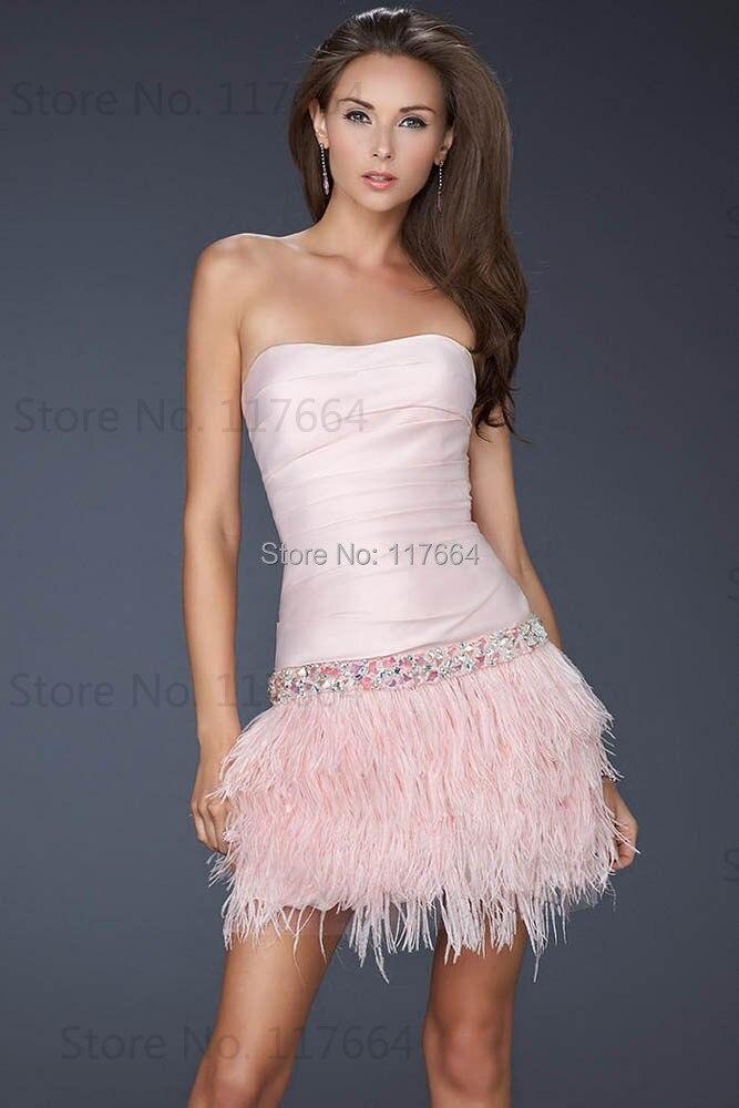 Vestidos cortos con plumas