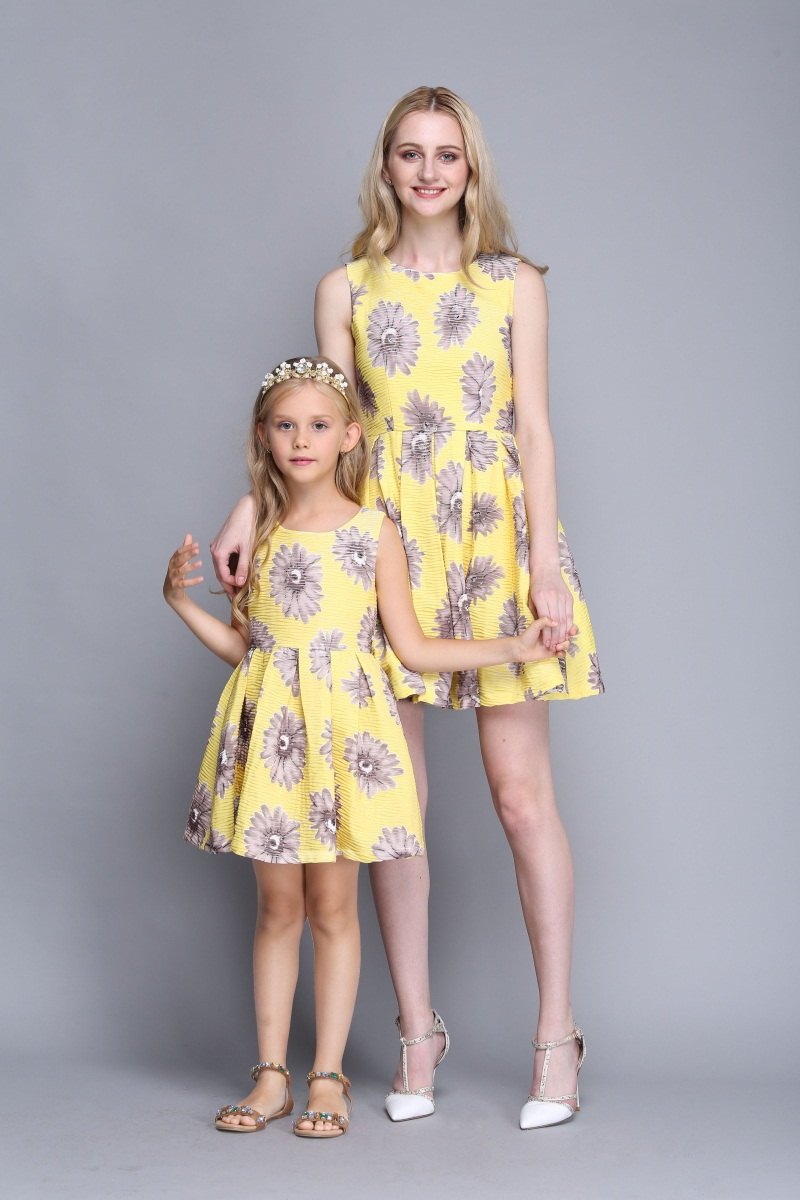 wholesale Summer family look chidren clothing kids girl fashion dress mom daughter matching clothes mother and girls beach dress