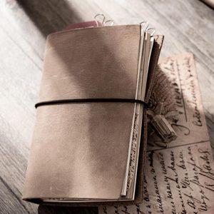 Image 5 - Moda hakiki deri bağbozumu seyahat mini dizüstü bilgisayar inek derisi günlüğü basit klasik kız erkek arkadaşı seyahat binder küçük kitap