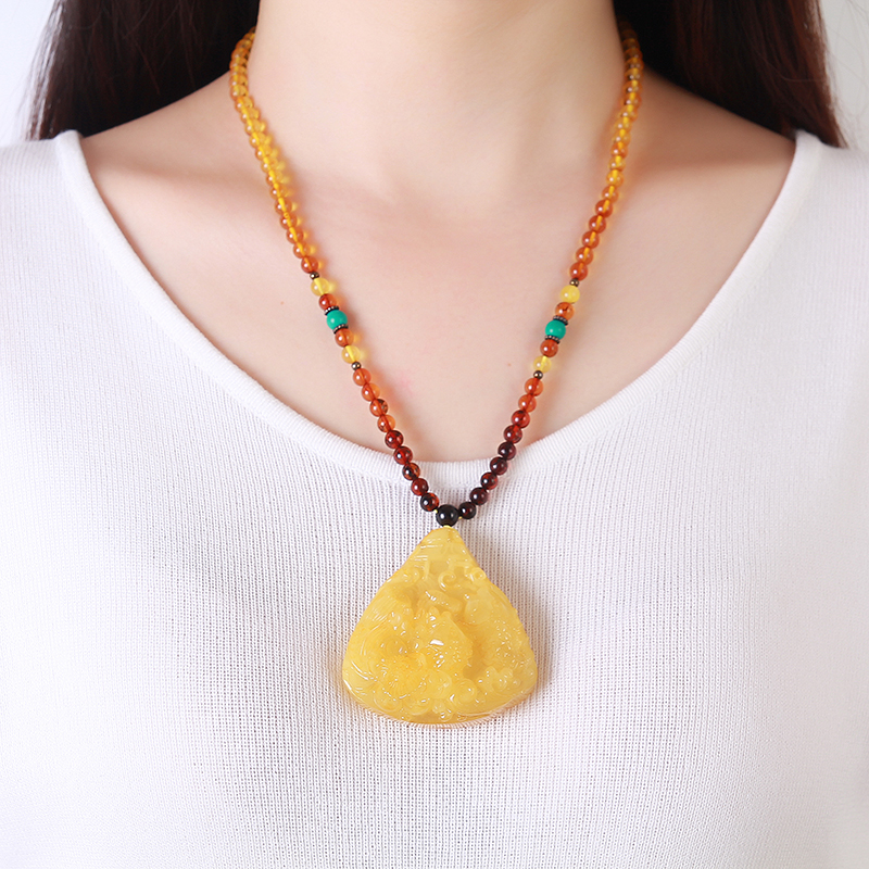 Amber Beeswax Pendants Women 's Pure Natural Chicken Yellow Bee Wax Original Stone Ornaments Amber Necklace Water Drop Pendant cute women s beads flower bee pendant necklace