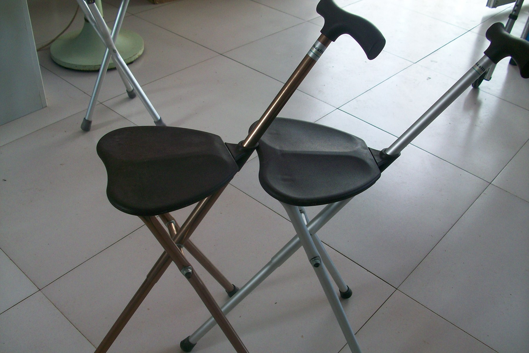 The elderly aluminum alloy walking stick chair stool walking stick stool cane chair