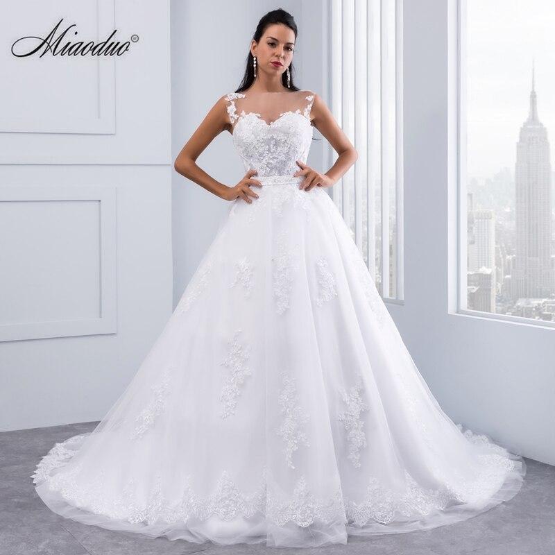 Ball Gown Wedding Dresses 2017 Lace Appliques Sleeveless Bridal Gowns Crystal Sashes Vestido De Novias