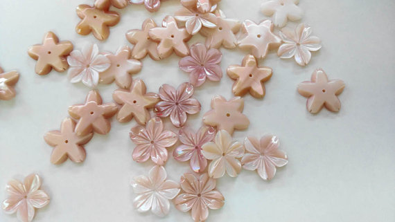 50pcs 10 12 15mm Genuine MOP Shell bead Pearl Shell filigree florial snow flake flower petal pink red white Carved beads