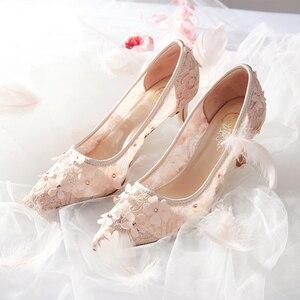 Image 4 - Çiçekler düğün ayakkabı yeni tasarım marka pompaları yaz peri zarif kadın gelin dantel Hollow prenses elbise kadın parti yüksek topuklu