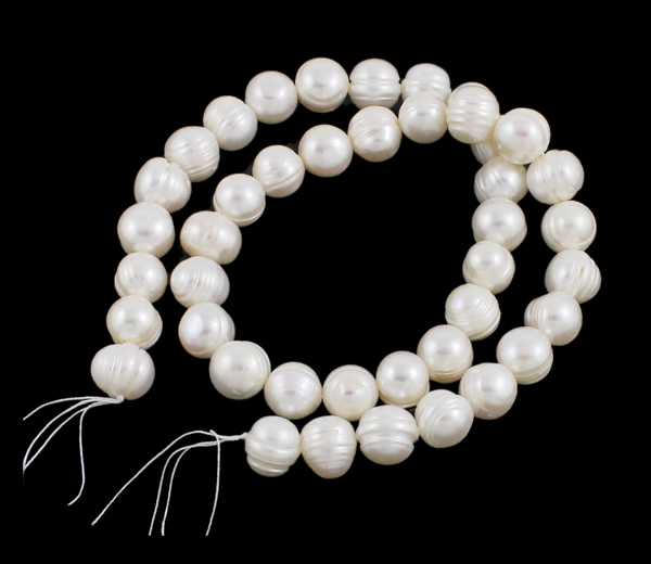 White Natural Round Cultured Freshwater Pearl Beads