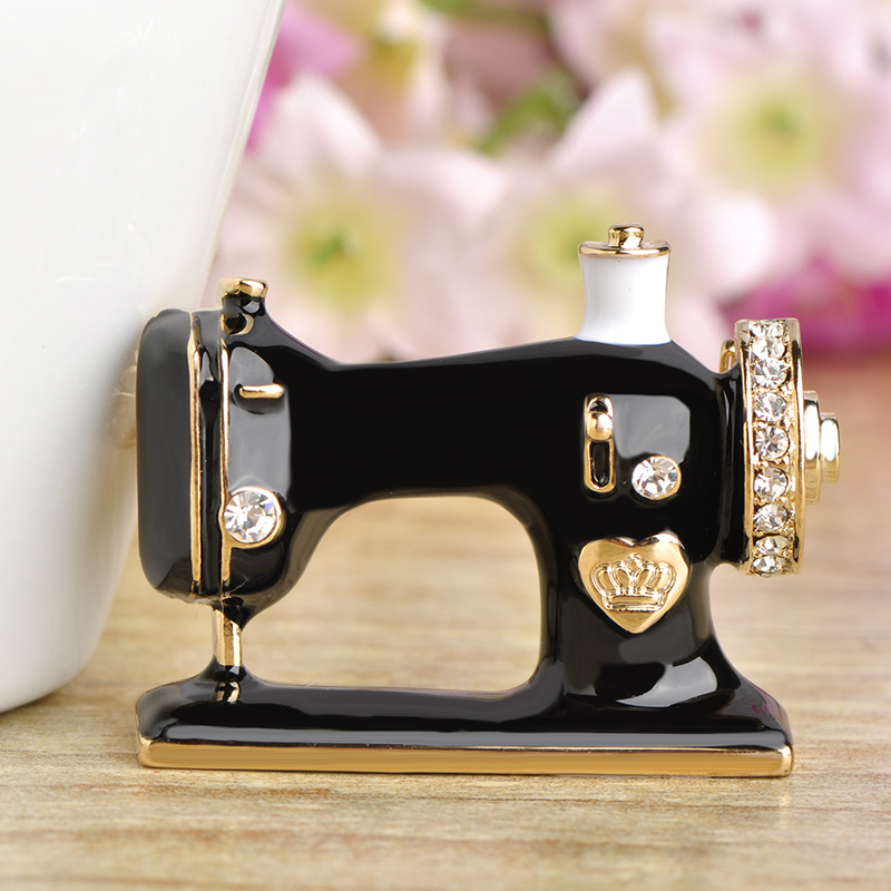 Blucome Women Girls Sewing Machine Brooch Black Enamel Brooches Simple Girls Sewing Machine
