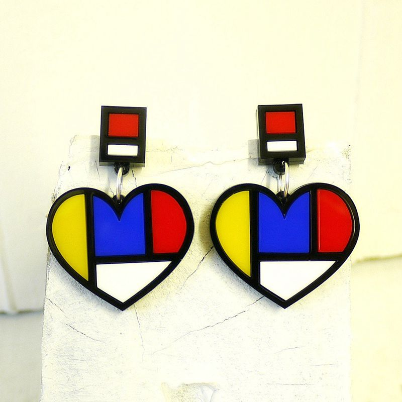 New Design Fashion Punk Acrylic Geometric Heart Stud Earrings Female Night Club Jewelry Accessories