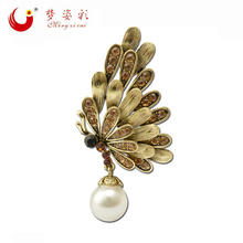MZC New Arrival Vintage Gold Broach Pins Femal Broches Simulated Pearl Rhinestone Butterfly Brooch For Women Hijab Pins X1731