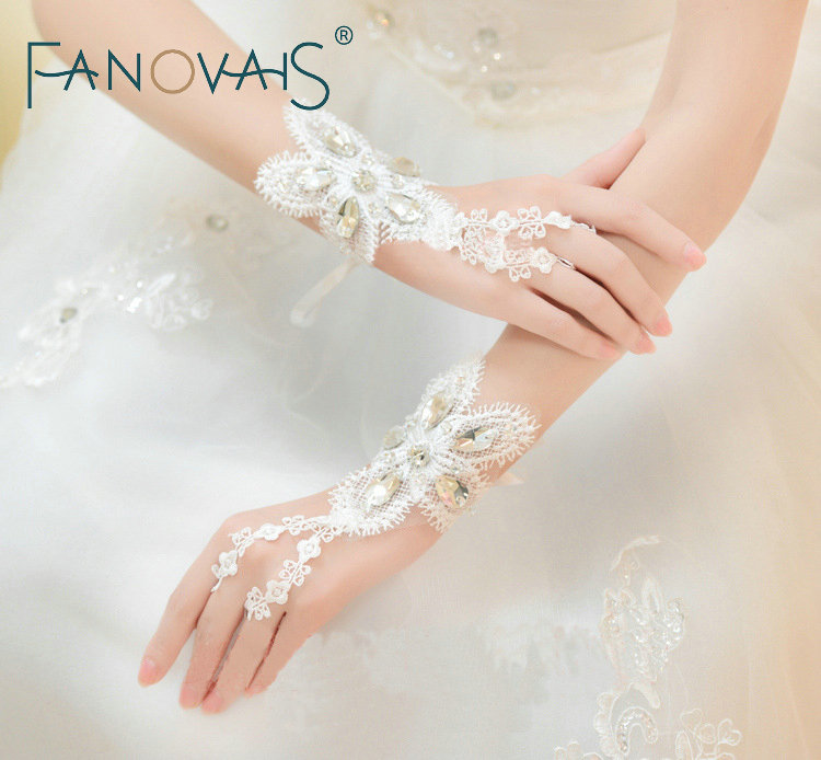 Fingerless Lace Bridal Gloves Beads Cheap Wedding Gloves Fahion wedding Accessories Women wedding Gloves 2019