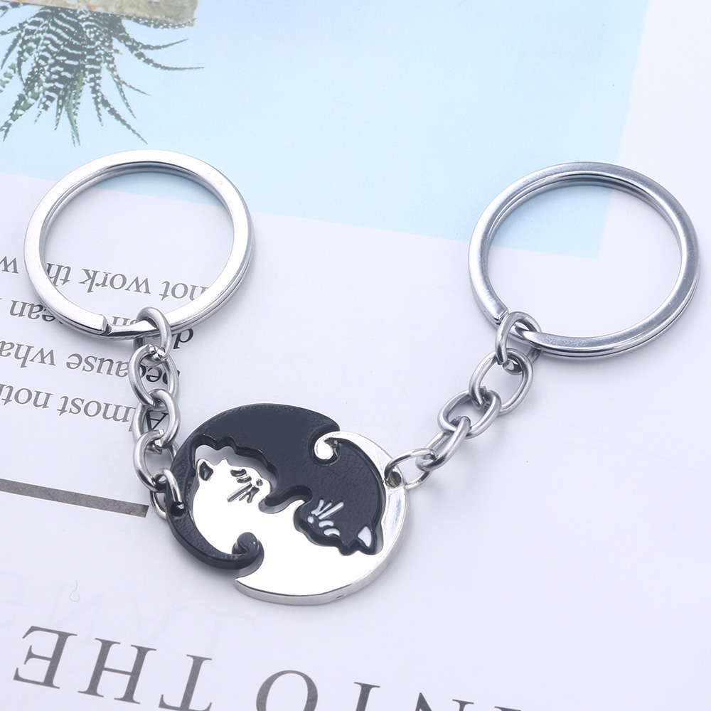 A Pair Couples Keychain Black White Cute Cat Animal Pendants Keyring Valentine 39 s Day Gift Women Men Jewelry Lover Accessories in Key Chains from Jewelry amp Accessories