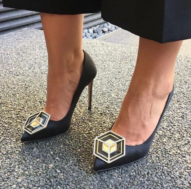 Super Cool Metal Badge Women Sexy Pointy Toe Satin Pumps Slip On Ladies Elegant High Heels Fashion Wedding Shoes Dress