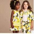 Nuevo 2016 Verano de los Bebés Que Arropan Juego de Los Deportes Ocasionales Set Niños prendas de Vestir Exteriores de la Capa + Camiseta + Pant florales Niñas Chándal