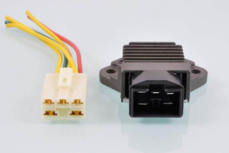 Spannungsreglergleichrichter für FOUR (NC31)
