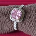Precioso Alta Calidad 1Ct Pink Cushion Cut Halo Femenino Anillo de Compromiso Anillo de Bodas Sólido 14 K Oro Blanco 585 para su