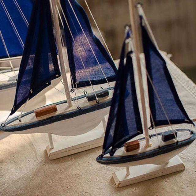 Kreative 1PC Klassische Blau Segelboot Handwerk Modell Figurine Kreative Miniatur Hause Dekoration Zubehör Geburtstag Geschenk Kinder Spielzeug