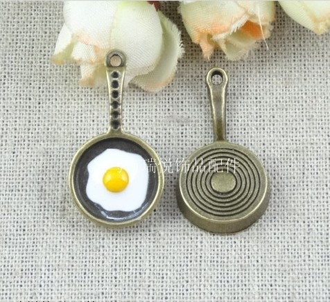 RY17*32MM Retro pan fried egg DIY jewelry materials metal charm, wholesale bracelet charms, vintage style charms scrapbook items