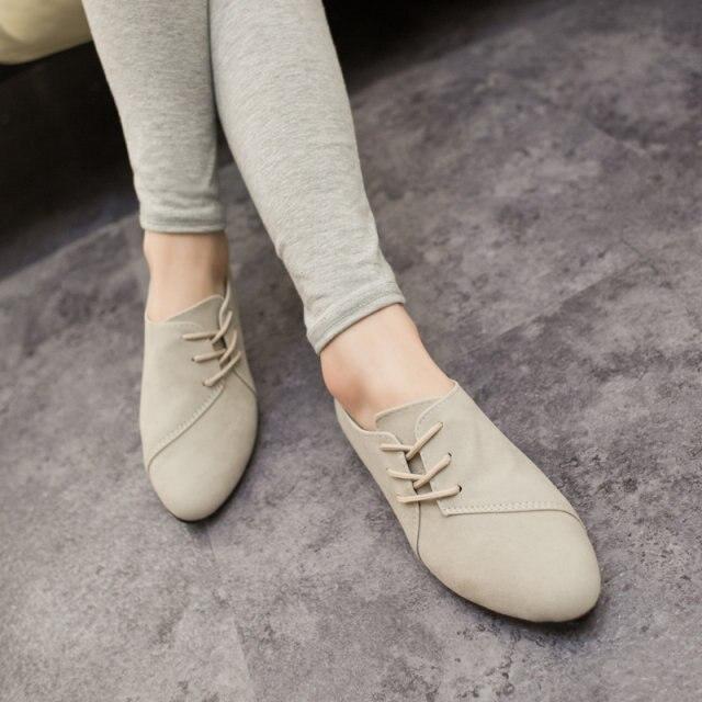 2015 caliente venta primavera Casual mujer zapatos mujer cuero nobuck con  cordones planos zapatos hermosos zapatos de punta de la cabeza 375 en Pisos  de las ... a900e9504e98