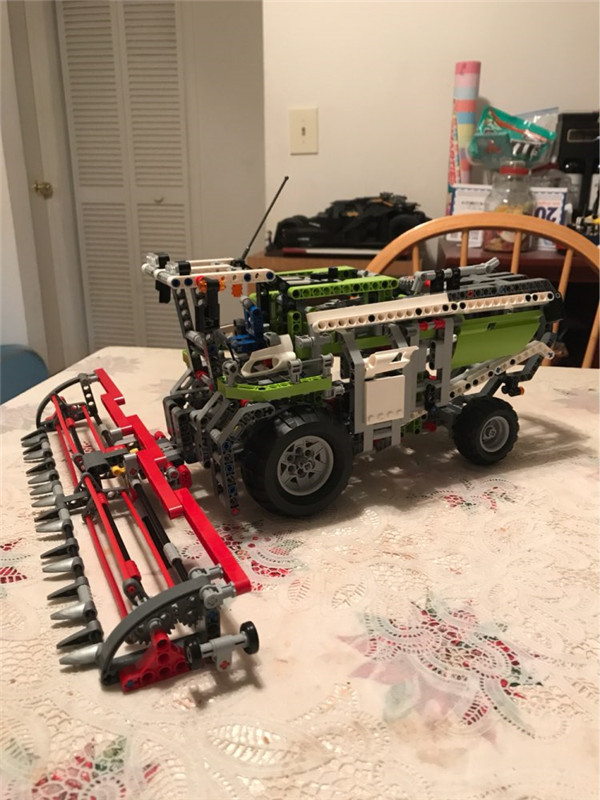1107Pcs Genuine Technic Series The Combine Harvester Set Lepins Educational Building Blocks Bricks Toys Model Gift black pearl building blocks kaizi ky87010 pirates of the caribbean ship self locking bricks assembling toys 1184pcs set gift