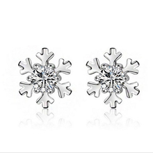 New Fashion Silver Plated Stud Earrings Women Jewelry Winter Classic Christmas Gift Snowflake Cute Earrings
