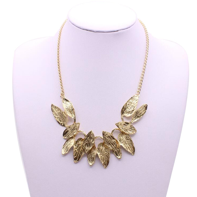 C515 Fashion Metal Gold Color Leaves Short Necklace Exaggerated Clavicle  Chain Necklaces For Women Accessories Sweater e87d75906b8c