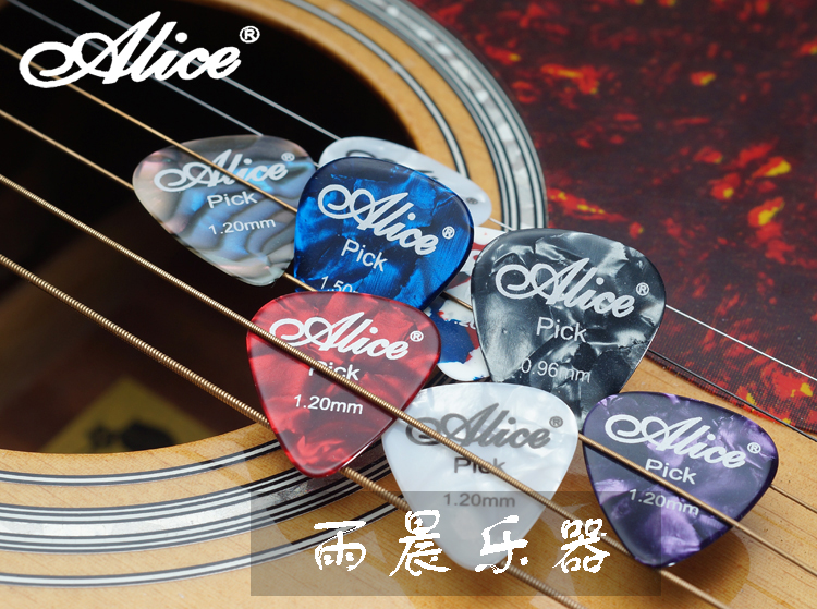 Alice guitar pick 0.46mm 0.71mm 0.81mm each has 4 pieces in a Cute Mini Metal Tin Box A total of 12piece