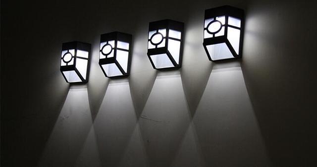 Lampade Da Parete Per Esterni : Solar powered led giallo luce bianca lampada da parete per