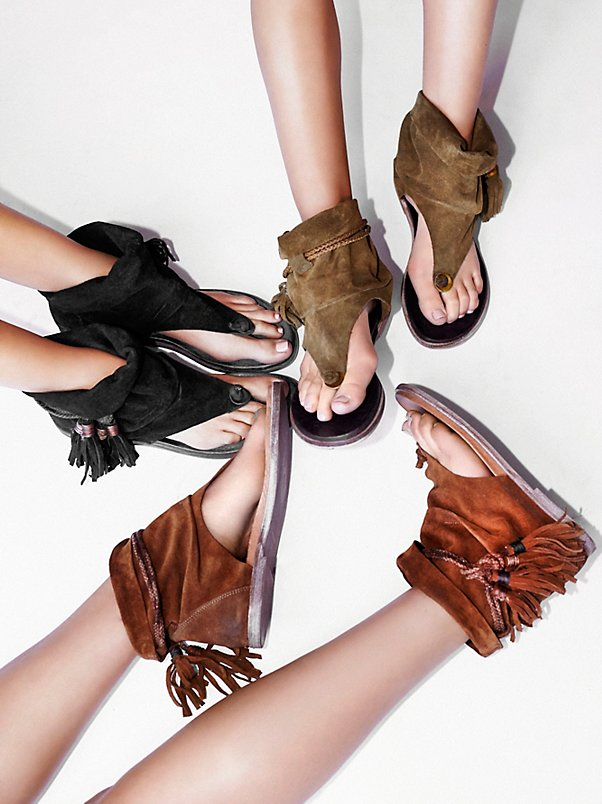 New Arrival Sandalias Mujer Tassel Decorated Flat Heels Fashion Women Sandals Flip Flops Comfortable Soft Sandals Ladies Shoes