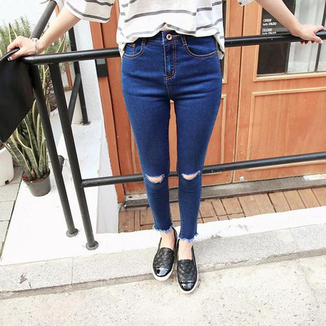 c92c61ff0456d6 R$ 56.84 18% de desconto|Nova marca de moda verão 2017 na altura do joelho  buraco nove pontos foi finas calças de brim azul de cintura alta plus ...