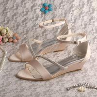 Wedopus MW548 của Phụ Nữ Nude Satin Prom Sandals Low Wedge Heel Rhinestone Đảng Giày