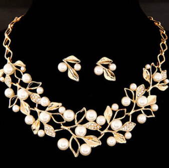 Pearl Necklace Gold Chain...