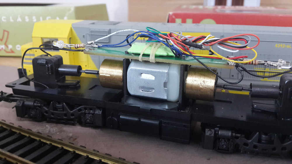 DCC LOCO DECODER FOR HO & N SCALE MODEL TRAIN with 4 Function with 9 Wire  860014/LaisDcc Brand/PanGu Serie