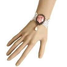 Свадебный браслет с розовыми цветами и белыми кружевными бусинами