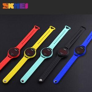 Image 5 - SKMEI 여자 스포츠 시계 터치 스크린 LED 디스플레이 PU 스트랩 여자 패션 캐주얼 시계 디지털 시계 손목 시계 방수 1230
