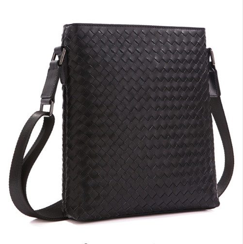 New hand-woven first layer of Woven leather men's business Messenger bag shoulder bag europe and the first layer of leather woven bag bag leather making small bag 2018 new single shoulder bag lady