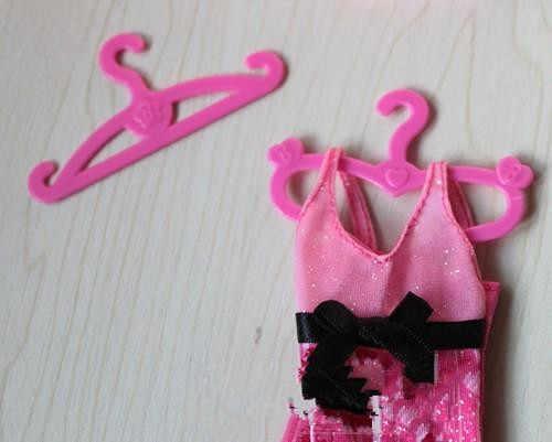 AILAIKI большая оптовая продажа 1000 шт./партия игрушки куклы вешалки для одежды для 1/6 кукол и других кукол 2 вида конструкций полезные вешалки для одежды кукол