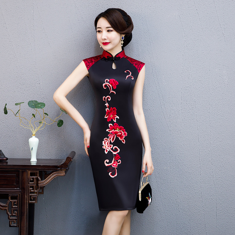 Nouveau Slim soyeux robe Oversize Vintage Style chinois Qipao femmes court col Mandarin Sexy Cheongsam Floral robes