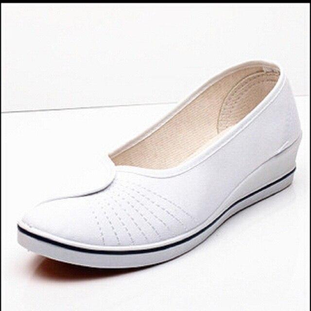 8e196b9669 Melhor 2015 Rodada Cunhas Slip-on Sapatos De Enfermagem Brancos Para As  Mulheres Moda de