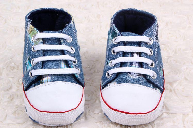 Buciki dziecięce niemowlęce trampki jeansowe z gwiazdą