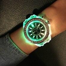 2016 Marée De Mode LED Lumière Cool Marée la Forme Féminine Étudiant Sports Occasionnels Personnalité De Gelée Lumineux Montres Horloge Heures saat
