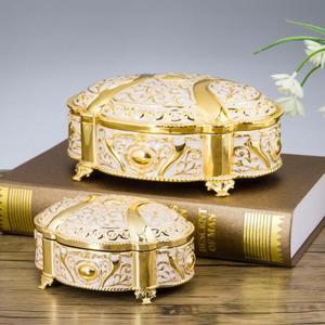 Image 1 - جديد! 2 مقاسات الزفاف هدية مربع قضية المجوهرات سبائك الزنك حلية صناديق معدنية زهرة منحوتة حزمة نزوة هدية عيد