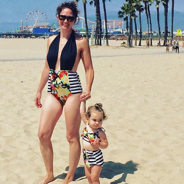 07b72c0db Niños niñas bebé clothing set bikini set vendaje flor del traje de baño a  rayas traje de baño ropa de playa ropa de playa para niños en Familia Ropa  A Juego ...