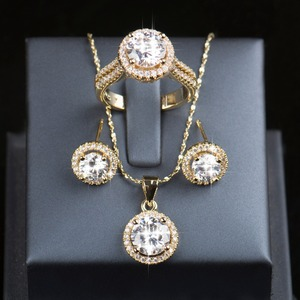 Image 2 - Скидка 90%, свадебный аксессуар, циркониевый набор AAAAA, серьги гвоздики золотого цвета, кольцо, ожерелье, свадебные украшения