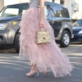 De moda de Gama Alta de Color Rosa Con Gradas Faldas Largas de Tul Para Pretty Lady Estilo alto Bajo Falda de La Manera Womem Fort 2016 Verano Ropa de Mujer