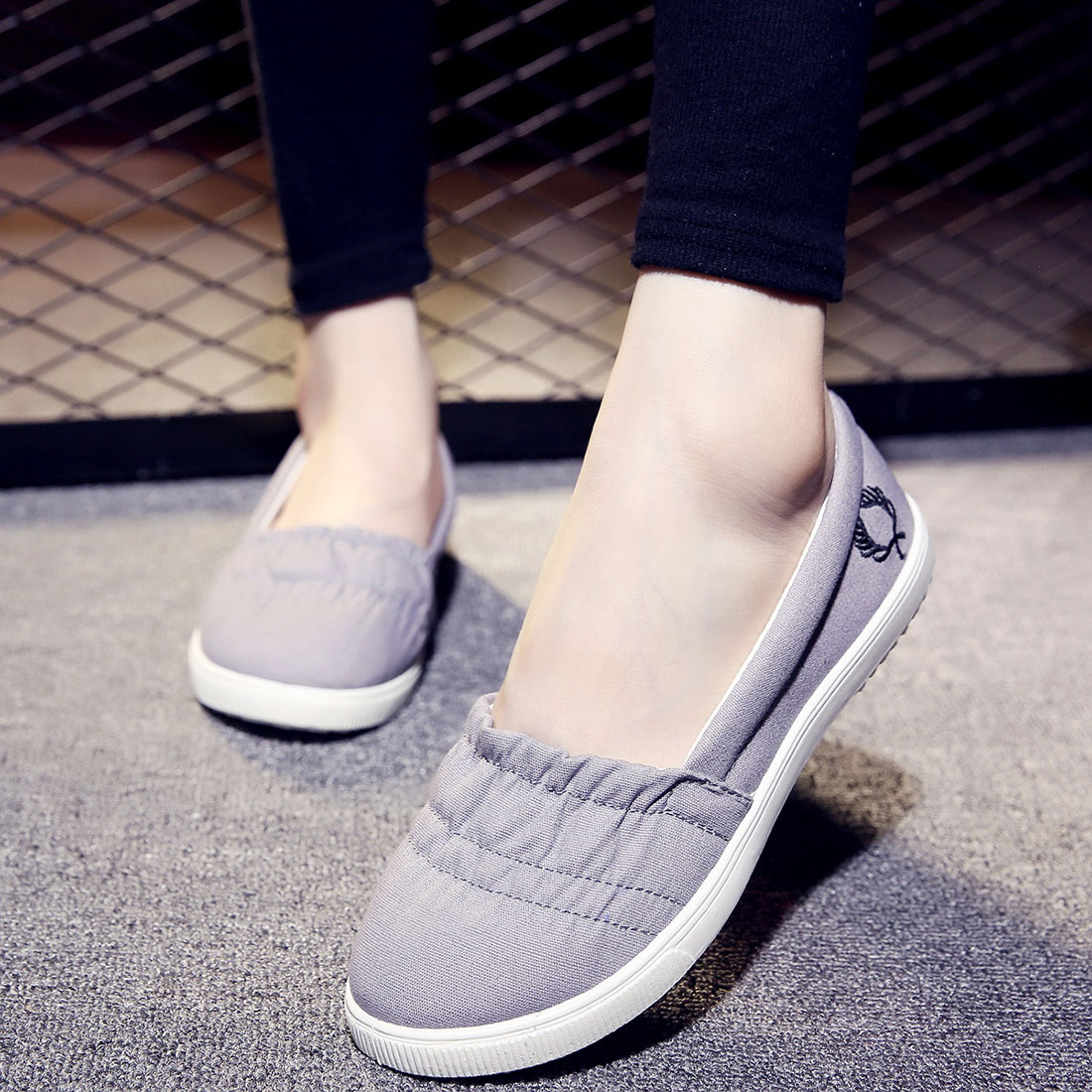 Hot Sale Fashion Women White Gray Canvas Shoes Concise Low Top Casual Flat Student Shoes Solid Soft Slip On Loafers hot sale 2016 top quality brand shoes for men fashion casual shoes teenagers flat walking shoes high top canvas shoes zatapos