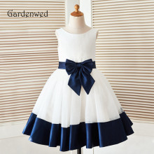 цены на Vintage White Navy Blue Decent Flower Girl Dress 2019 Front Bow Knot Sash Bottom Blue Trim Princess Wedding Communion Gown  в интернет-магазинах