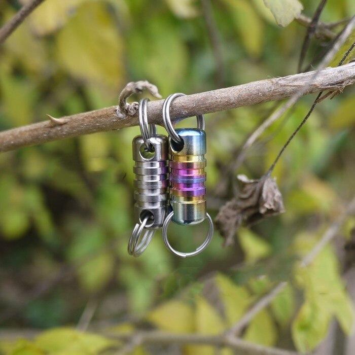 Nueva herramienta de magnetismo de hierro EDC aleación de titanio llavero desmontable de diseño doble con imán EDC llavero de lujo