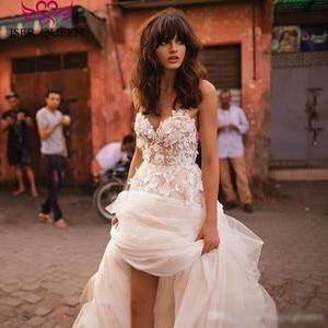 Image 3 - רומנטי 3D פרחוני אפליקציות קו חתונת שמלת 2019 ארוך רכבת בתוספת גודל אירופה אופנה חוף חתונת שמלות W0236