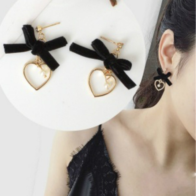 An And South Korea Sweet Style Bowknot Heart Shaped Earrings Flannel Bow